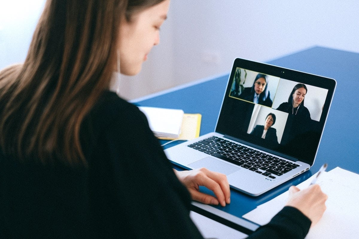How to Switch the Zoom Host in a Meeting